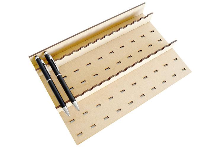 ボールペンをレーザー加工する時の設置例|コムネット特製「フジタ式治具」|レーザー加工道場|コムネット