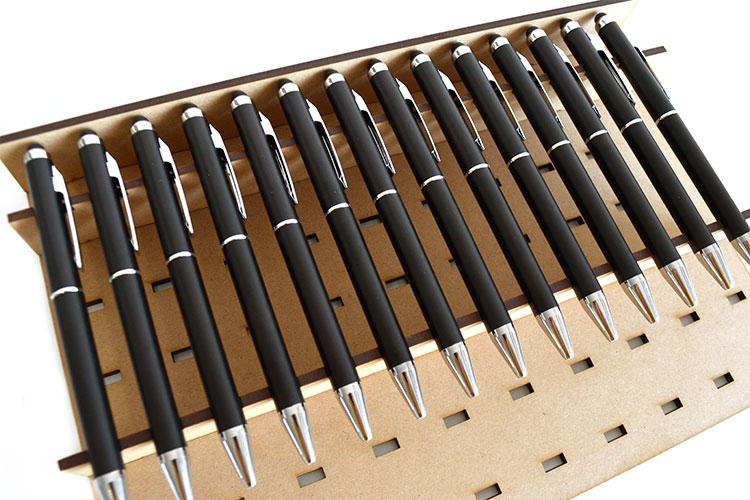 使用するメリット:材料をしっかり固定できる|コムネット特製「フジタ式治具」|レーザー加工道場|コムネット