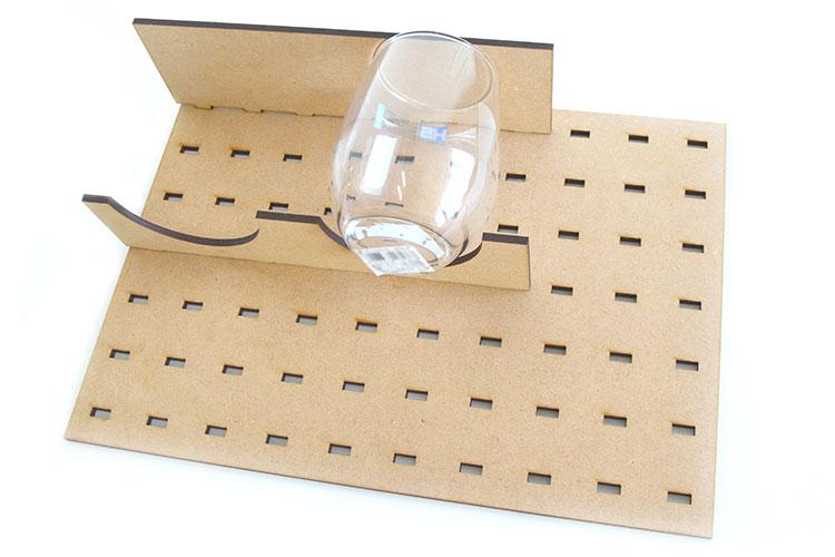 ガラス製グラスをレーザー加工する時の設置例|コムネット特製「フジタ式治具」|レーザー加工道場|コムネット