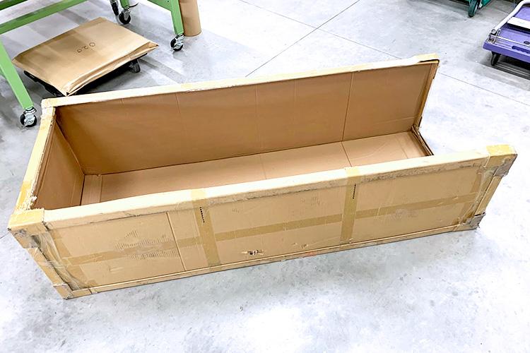 良い大きさの段ボールがあったので、外壁を作ります。|外気を取り込む飛沫感染防止ボックスの作成方法