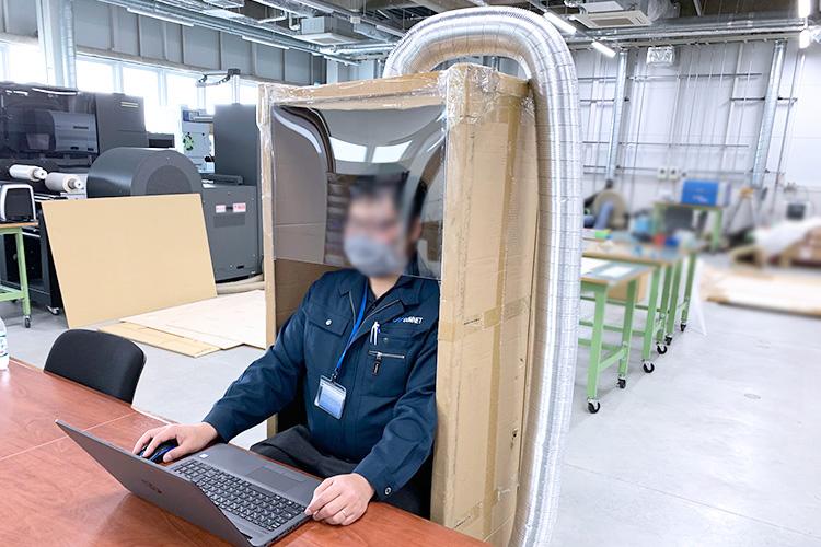 デスクワークでの使用例|外気を取り込む飛沫感染防止ボックスの作成方法