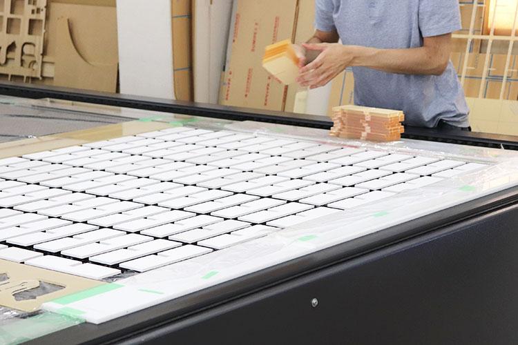数の多いカット加工は大型レーザー加工機の方が生産効率がよいので助かっています。|株式会社和光プロセス様|レーザー加工機の導入事例