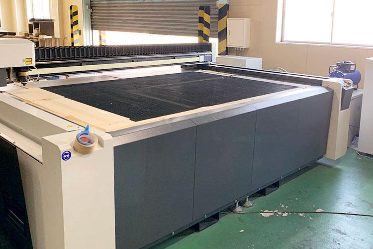 導入機種(2台目):レーザー加工機 SEIシリーズ NRG-L|大国段ボール工業様|レーザー加工機の導入事例