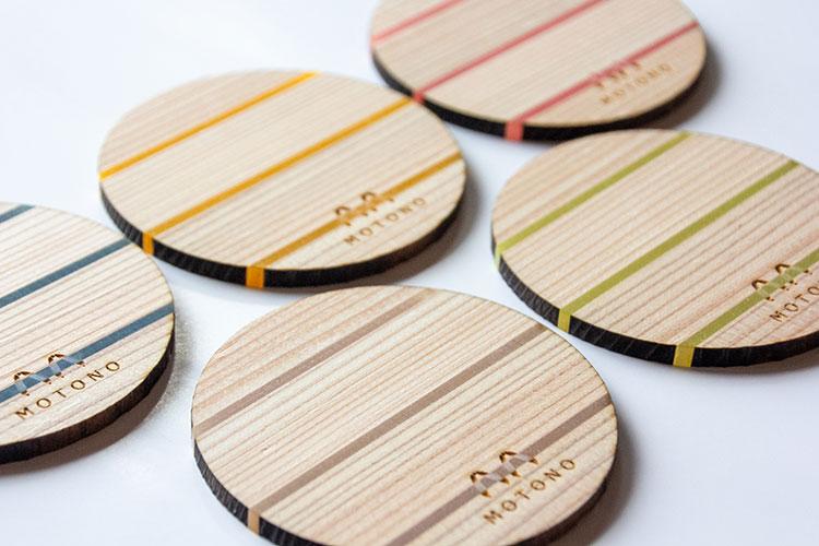 杉材とアクリルを組み合わせたコースター|レーザー加工商品|本野はきもの工業様|レーザー加工機の導入事例
