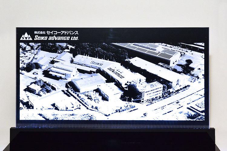 アクリル製のLEDパネル レーザー加工商品 株式会社セイコーアドバンス様 レーザー加工機の導入事例