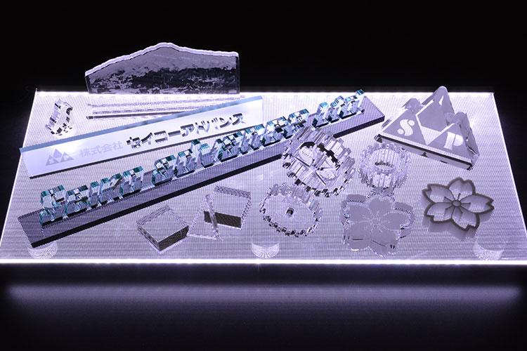 レーザー加工で製作したアクリル製品 レーザー加工商品 株式会社セイコーアドバンス様 レーザー加工機の導入事例