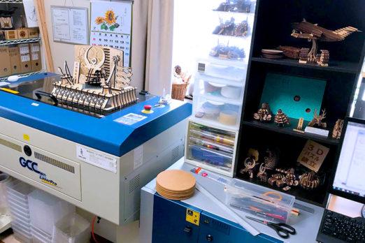 MDF・アクリルの立体造形、立体パズルの製作。レーザー加工機の導入事例:株式会社ピーシーデザイン設計事務所様