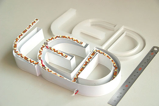 イラストレータープラグインカスタマイズ開発事例 「チャネル文字・LED自動配列ソフト」